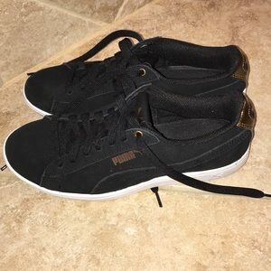 Like new Puma sneakers black gold 7 Vikky suede